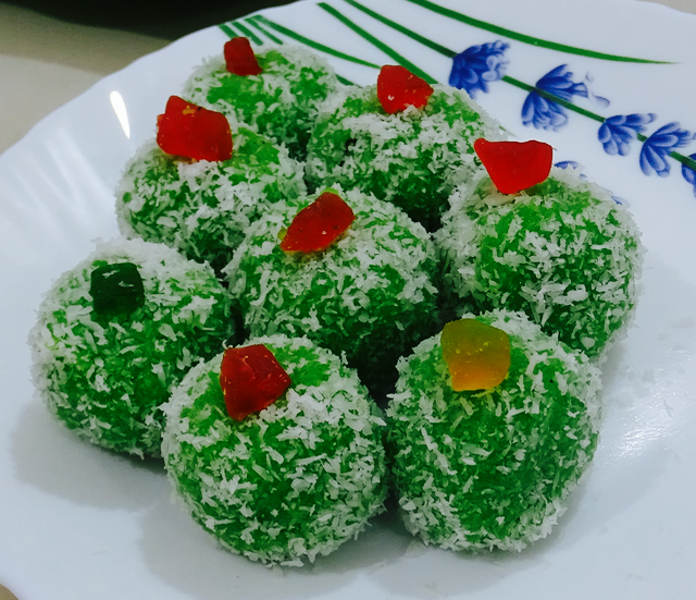 Coconut Ladoo | Coconut Laddu | Indian Food | Diwali Sweets